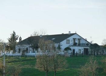Vista a la casa ganadera