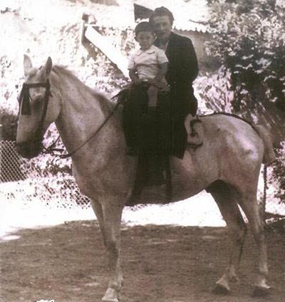 Carlota Aparicio Sánchez con su hijo Juan Carlos . 1941